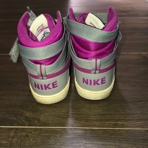 Nike Shoes - Nike delta lite mid 6.5 gray dark pink